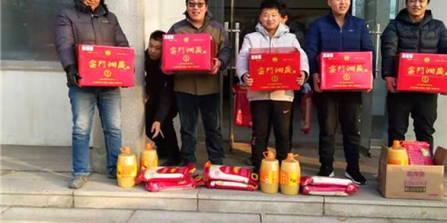 подарить китайским работникам традиционный новогодний подарок